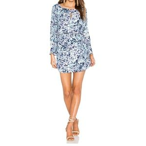 CUPCAKES AND CASHMERE BELL SLEEVE SHIFT DRESS